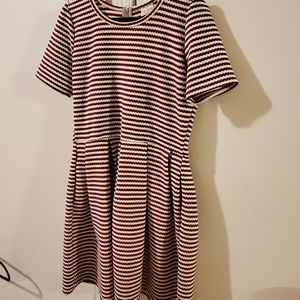 Lularoe dress burgundy and cream with pockets XL
